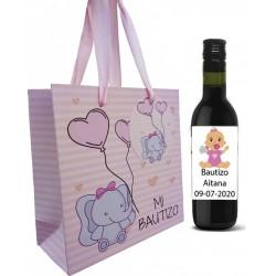 Convidados de batizado de vinho tinto com saco