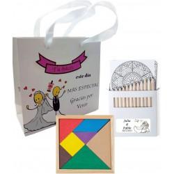 Quebra-cabeça com conjunto de lápis e bolsa