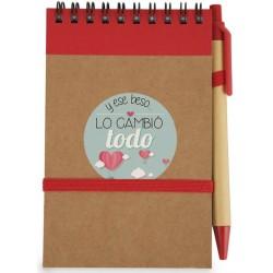 Caderno com caneta e adesivo