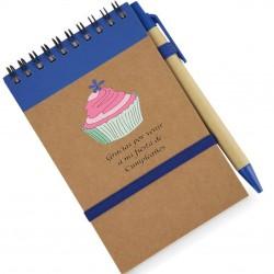 Caderno com caneta e...
